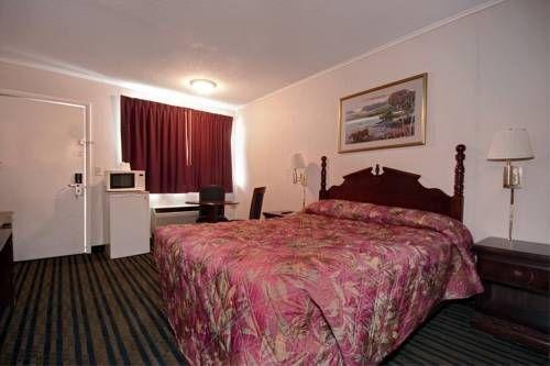 фото Rodeway Inn & Suites 677606622