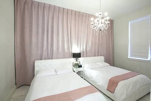 фото Lxure Brooklyn Suites 677608215