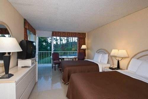 фото Tahoe Resort on Lake George 677611109