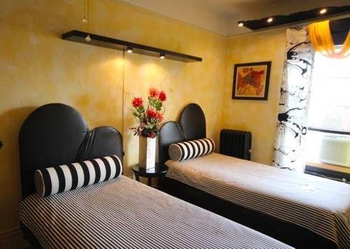фото The International Cozy Inn 677617914