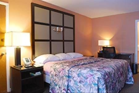 фото Relax Inn Watertown 677624180