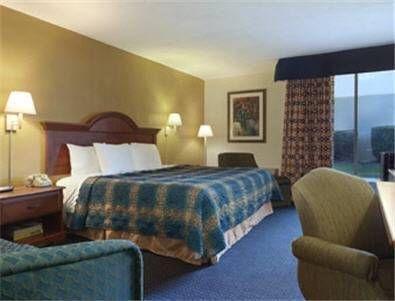 фото Days Inn Charlotte / Woodlawn 677626790