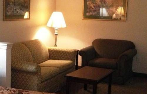 фото American Inn & Suites - High Point 677629120