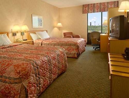 фото Baymont Inn & Suites Cincinnati 677637516