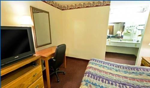 фото Americas Best Value Inn - Checotah 677638922