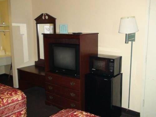 фото Economy Inn North Oklahoma City 677640031