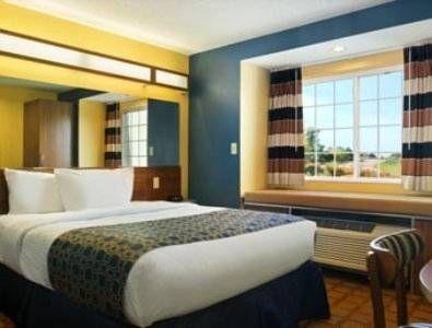 фото Microtel Inn & Suites 677647692