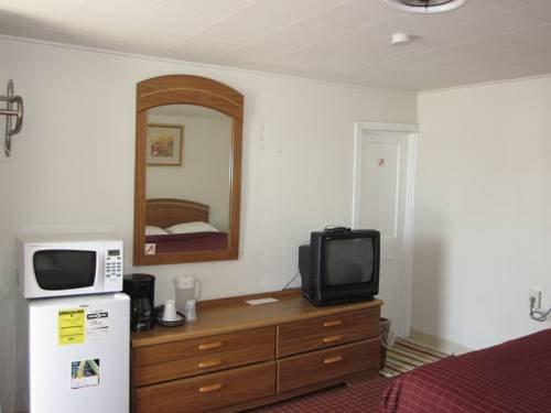 фото Colonial Penn Motel 677648552