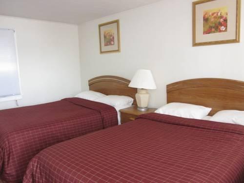 фото Colonial Penn Motel 677648553