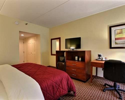 фото Comfort Inn West 677650159
