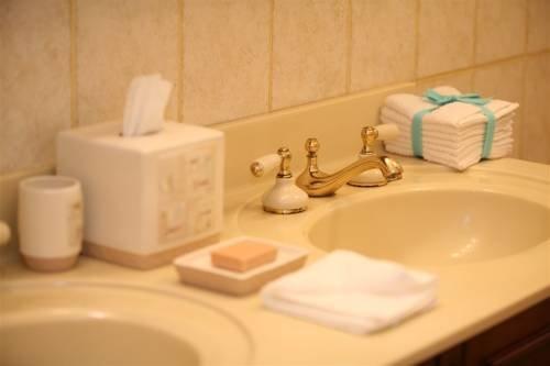 фото Wayne Bed & Breakfast Inn 677652918