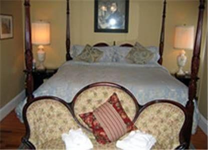 фото Edgewood Manor Inn Bed and Breakfast 677653699