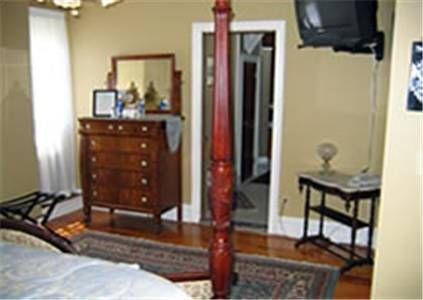 фото Edgewood Manor Inn Bed and Breakfast 677653704