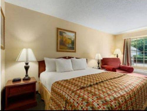 фото Baymont Inn & Suites Easley/Greenville 677655578