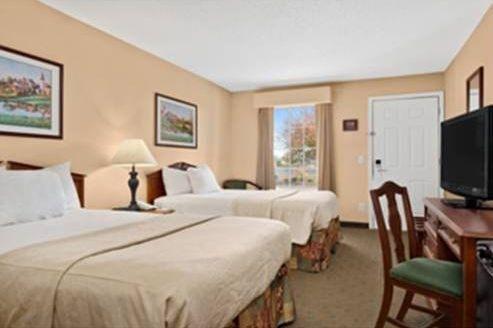 фото Baymont Inn & Suites Easley/Greenville 677655586