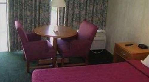 фото Sunshine Inn Spartanburg 677659010