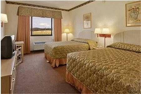 фото Ramada Inn and Suites - Franklin / Cool Springs 677661780