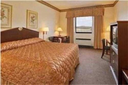 фото Ramada Inn and Suites - Franklin / Cool Springs 677661784