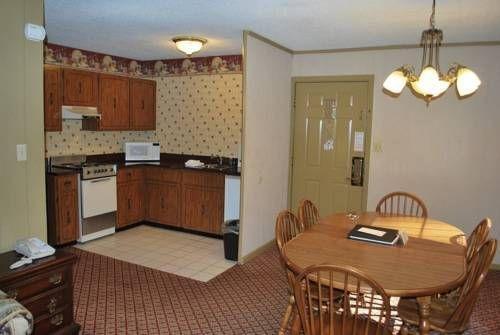 фото Red Roof Inn & Suites Gatlinburg 677661966