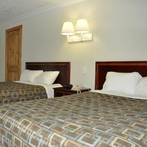 фото Four Seasons Motor Lodge 677662274