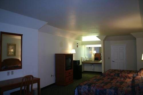 фото Regency Suites 677675393