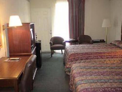 фото Greenway Inn & Suites 677675408