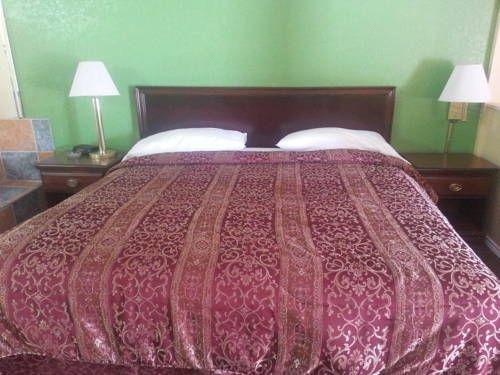 фото Travelers Inn & Suites 677681934