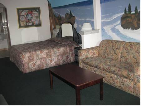 фото Woodland Inn and Suites Rosenberg 677681941
