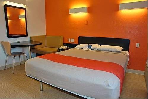 фото Motel 6 San Marcos 677684132