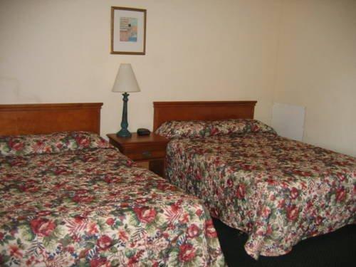 фото Econo Inn Suites 677686530