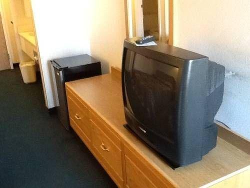 фото Economy Inn & Suites 677688208