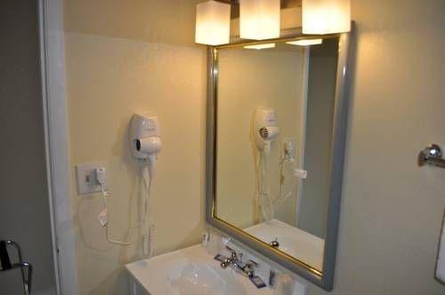 фото Blue Marlin Inn & Suites 677699703