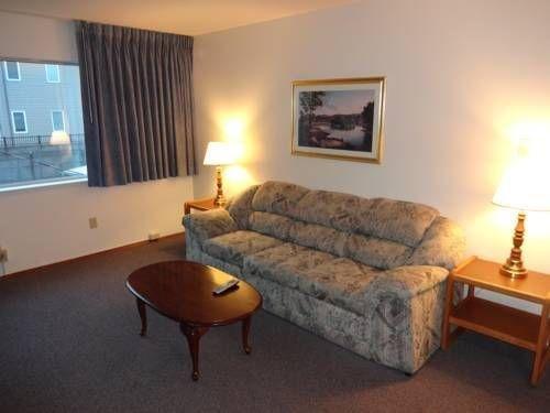 фото University Motel Suites 677705738