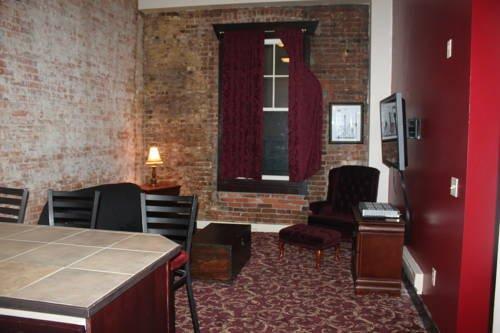 фото Historic Apartments at Merchants Cafe & Saloon 677705846