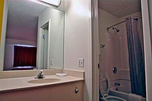 фото Motel 6 Charleston East Maccorkle Avenue 677707629
