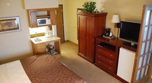 фото AmericInn Hotel & Suites Chippewa Falls 677708230