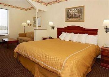 фото Comfort Suites 680538794