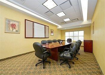 фото Comfort Inn & Suites adj to Akwesasne Mohawk Casino 681584676