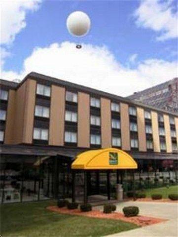 фото Quality Hotel & Suites Niagara Falls 685908632