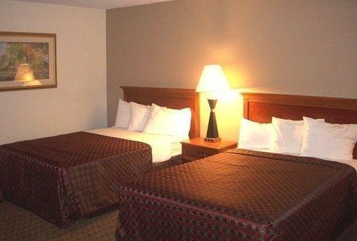 фото Red Roof Inn Newport 685947510