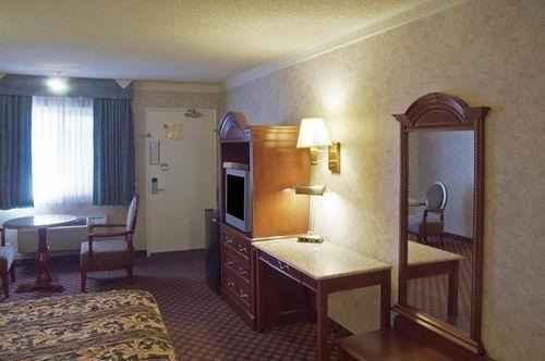 фото Americas Best Value Inn & Suites - Fontana 685958242