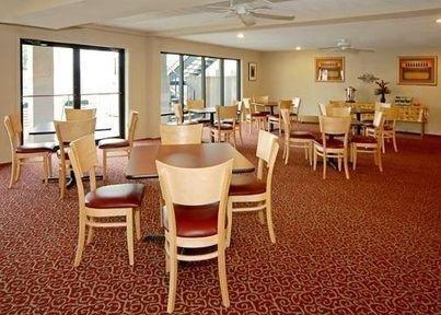 фото Econo Lodge Inn & Suites Lafayette 685987468