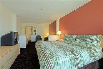 фото Americas Best Value Inn & Suites 686040806