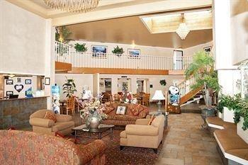 фото InnSuites Hotel & Suites 686122178