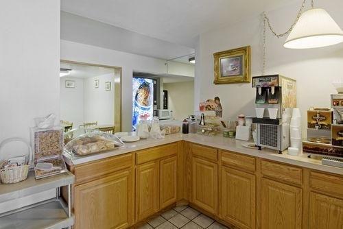 фото Americas Best Value Inn 686130834