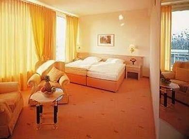 фото HOTEL WATERFRONT IVY 686172895