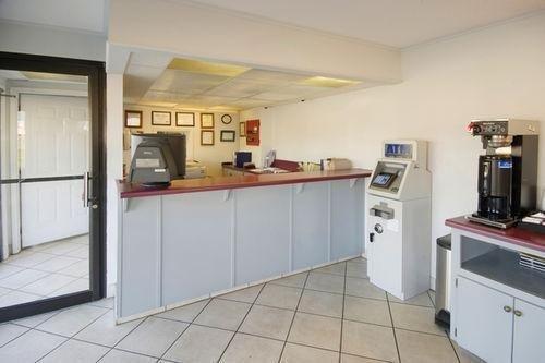 фото Americas Best Value Inn & Suites 686192591