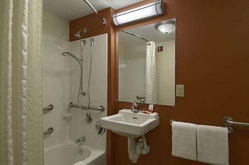 фото Red Roof Inn Detroit Farmington Hills 686287621