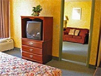 фото Guesthouse Inn & Suites Vanderbilt 686428334