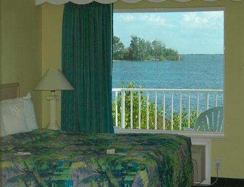фото The Inn At Captain Hirams 686448122